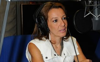 «Οι νέοι ψηφοφόροι είναι παιδιά που ενηλικιώθηκαν μέσα στην κρίση. Εχουν στάση αμήχανη απέναντι στην πολιτική, εκφράζουν θυμό και απαξίωση», σημειώνει η Μαρίνα Ρήγου, επίκουρη καθηγήτρια στο Τμήμα Επικοινωνίας και ΜΜΕ του Πανεπιστημίου Αθηνών.