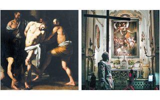 «Η Μαστίγωση του Χριστού» αριστερά και δεξιά το γλυπτό του Γιαν Φαμπρ μπροστά από τις «Επτά πράξεις του ελέους» του Καραβάτζο.