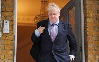 Ασυνήθιστα φειδωλός σε δηλώσεις ήταν χθες ο Μπόρις Τζόνσον προς τους δημοσιογράφους που τον περίμεναν έξω από το σπίτι του, στο νότιο Λονδίνο.