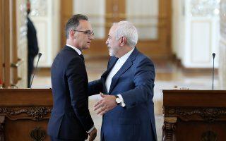 Ο Ιρανός υπουργός Εξωτερικών Τζαβάντ Ζαρίφ (δεξιά) και ο Γερμανός ομόλογός του Χάικο Μάας, μετά το τέλος της κοινής συνέντευξης Τύπου.