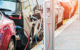 «Εννέα ώρες οδήγησης, τέσσερις ώρες φόρτισης». Με τη φράση αυτή περιέγραψε μηχανολόγος της βρετανικής εταιρείας παροχής ηλεκτρικού ρεύματος National Grid το βασικό πρόβλημα που αντιμετωπίζει σήμερα η ηλεκτροκίνηση στη Βρετανία.