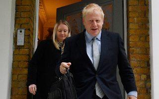 Ο Μπόρις Τζόνσον βγαίνει από το σπίτι του στο Κεντρικό Λονδίνο και κατευθύνεται προς την κατάκτηση της πρωθυπουργίας.