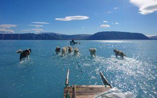 Η φωτογραφία που τράβηξε ο Στέφεν Ολσεν του Κέντρου για τους Ωκεανούς και τον Πάγο του Δανέζικου Μετεωρολογικού Ινστιτούτου στις 13 Ιουνίου, είναι πλήρως αποκαλυπτική σχετικά με την έκταση του φαινομένου. (Twitter / Steffen M Olsen)