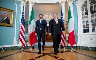 Ο Ματέο Σαλβίνι με τον υπουργό Εξωτερικών των ΗΠΑ Μάικ Πομπέο στην Ουάσιγκτον.