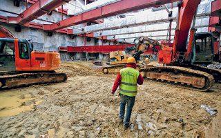 Στη γραφειοκρατία έχουν σκοντάψει τα έργα επέκτασης του μετρό προς Πειραιά, με αποτέλεσμα να μετατίθεται η παράδοση των τριών πρώτων σταθμών για τις αρχές της επόμενης χρονιάς.