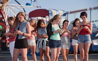 Κερατόμορφες προεκτάσεις στο πίσω μέρος του κρανίου εμφανίζονται ολοένα και περισσότερο στους νέους, σύμφωνα με Αυστραλούς ερευνητές, οι οποίοι εικάζουν πως το φαινόμενο οφείλεται στην κακή στάση του σώματος λόγω της αυξημένης χρήσης των κινητών τηλεφώνων.
