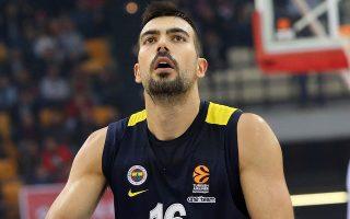 Ο Σλούκας αρνήθηκε την πρόταση του Ολυμπιακού, αλλά και της ΤΣΣΚΑ και θα συνεχίσει την καριέρα του πλάι στον Ζέλικο Ομπράντοβιτς.