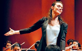 «Κάθε άνθρωπος πρέπει να εξελίσσει τα ταλέντα, τις ικανότητές του. Είναι αδιάφορο αν είναι γυναίκα ή άνδρας», λέει η Ζωή Ζενιώδη (φωτ.), καλλιτεχνική διευθύντρια του Μεγάρου Μουσικής Θεσσαλονίκης. Μαζί με τη Ζωή Τσόκανου, καλλιτεχνική διευθύντρια στην Κρατική Ορχήστρα Θεσσαλονίκης, και τη Λόλα Τότσιου, διευθύντρια του Κρατικού Ωδείου Θεσσαλονίκης, είναι οι τρεις γυναίκες που σφραγίζουν τη μουσική ζωή στη συμπρωτεύουσα.