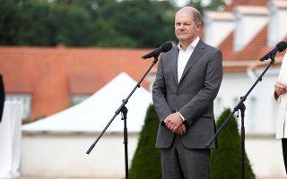 Ο Ολαφ Σολτς σε πρόσφατη συνάντησή του με εκπροσώπους συνδικάτων στο Μέγαρο Μέζεμπεργκ.