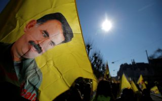 Πορτρέτο του Αμπντουλάχ Οτσαλάν σε διαδήλωση Κούρδων.