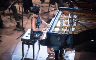Τη «Γαλάζια ραψωδία», το 2ο Κοντσέρτο του Σοστακόβιτς και φωνητικά έργα σε μεταγραφή έπαιξε η Γιούτζα Ουάνγκ.