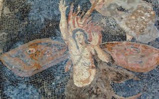 Ο Ωρίωνας κατά τη μεταμόρφωσή του, όπου διακρίνονται φτερά πεταλούδας και μέρος του σκορπιού που του έδωσε το θανατηφόρο τσίμπημα.