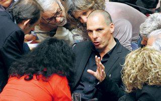 Ο Γιάνης Βαρουφάκης στη Βουλή τη βραδιά που αποφασίστηκε η διεξαγωγή του δημοψηφίσματος.