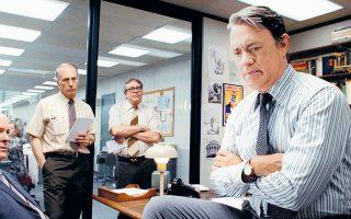 Από την κινηματογραφική ταινία «The Post» (2017): Ο Τομ Χανκς, ως διευθυντής της εφημερίδας Washington Post, σε μια κρίσιμη σύσκεψη στελεχών σχετικά με την απόφαση δημοσίευσης ή μη απόρρητων εγγράφων, αναφορικά με την αμερικανική ανάμειξη στο Βιετνάμ.