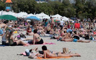 Κόσμος απολαμβάνει την θάλασσα στην παραλία του Αλίμου ,  Κυριακή 2 Ιουνίου 2019. ΑΠΕ-ΜΠΕ/ΑΠΕ-ΜΠΕ/Παντελής Σαίτας