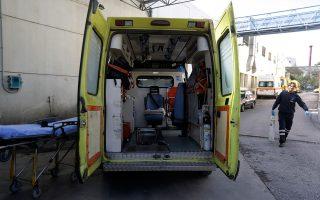 Στη Χίο έχουν απομείνει 13 διασώστες, με αποτέλεσμα να «βγαίνει» ένα ασθενοφόρο σε κάθε βάρδια καθημερινά. Οπως αναφέρουν οι εργαζόμενοι, λόγω της έναρξης της τουριστικής περιόδου αλλά και της ύπαρξης προσφυγικού καταυλισμού, απαιτούνται τρία ασθενοφόρα το πρωί και δύο το απόγευμα και τη νύχτα.