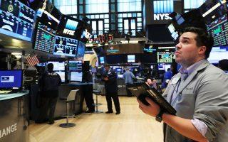 To ενδεχόμενο μείωσης των αμερικανικών επιτοκίων στηρίζει τις αγορές, εκτιμούν αναλυτές.