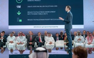 Ο γαμπρός του Αμερικανού προέδρου, Τζάρεντ Κούσνερ, αναλύει το σχέδιό του για την οικονομική ανάπτυξη της Παλαιστίνης, στο Μπαχρέιν. ASSOCIATED PRESS