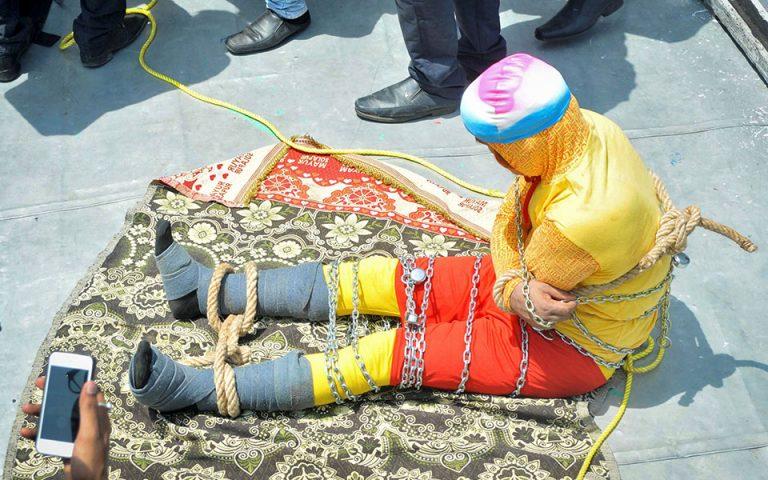 Ινδία: Βρέθηκε το πτώμα του Ινδού «Χουντίνι» στον ποταμό Γάγγη