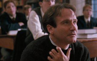 Ο Ρόμπιν Ουίλιαμς στον ρόλο του εμπνευσμένου καθηγητή Τζον Κίτιν, στον «Κύκλο των χαμένων ποιητών». Την εβδομάδα που μας πέρασε, η ταινία έκλεισε 30 χρόνια ζωής.