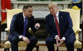 O πρόεδρος των ΗΠΑ Ντόναλντ Τραμπ, υποδεχόμενος στον Λευκό Οίκο τον Πολωνό ομόλογό του, Αντρέι Ντούντα.