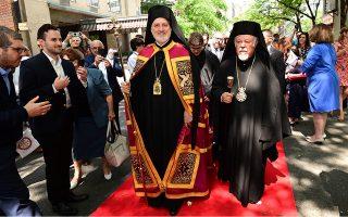 Ο νέος Αρχιεπίσκοπος Αμερικής Ελπιδοφόρος (Κ), με αφορμή την τελετή ενθρόνισής του, γίνεται δεκτός κατά την άφιξή του στον Αρχιεπισκοπικό Καθεδρικό Ναό της Αγίας Τριάδος στο Μανχάτταν Νέας Υόρκης των Η.Π.Α., Σάββατο 22 Ιουνίου 2019. ΑΠΕ-ΜΠΕ/ ΑΡΧΙΕΠΙΣΚΟΠΗ ΑΜΕΡΙΚΗΣ/ ΔΗΜΗΤΡΗΣ ΠΑΝΑΓΟΣ