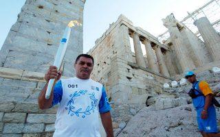 O Μπάμπης Χολίδης ήταν ο πλέον πολυβραβευμένος Ελληνας παλαιστής της ελληνορωμαϊκής, με δύο χάλκινα ολυμπιακά μετάλλια και ακόμη πέντε σε παγκόσμια και ευρωπαϊκά πρωταθλήματα, σε μια καριέρα εξαιρετικά μεγάλη σε διάρκεια. ΑΠΕ