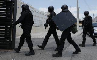 Η έφοδος των ΜΑΤ κρίθηκε αναγκαία για την αποκατάσταση της τάξης χθες στις φυλακές Κορυδαλλού, έπειτα από συμπλοκές μεταξύ Γεωργιανών και Αφγανών κρατουμένων. Είχε προηγηθεί επιχείρηση της νεοσύστατης Ομάδας Αντιμετώπισης Εκνομων Ενεργειών, η οποία μπορεί να επεμβαίνει χωρίς εντολή εισαγγελέα.