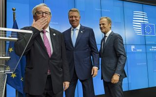 epa07663091 (L-R) European Commission President Jean-Claude Juncker, Romanian President Klaus Iohannis, and European Council President Donald Tusk during a news conference at the end of European Council Summit in Brussels, Belgium, 21 June 2019. European leaders take the relevant decisions on appointments for the next institutional cycle and adopt the EU's strategic agenda for 2019-2024.  EPA/OLIVIER HOSLET