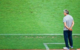 Οι κακές εμφανίσεις της Εθνικής και τα παράπονα παικτών προς το πρόσωπό του έχουν οδηγήσει τον Αγγελο Αναστασιάδη στην πόρτα εξόδου.