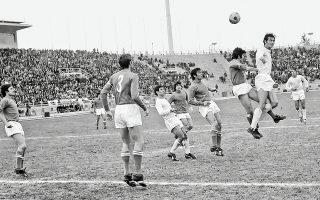 Η Εθνική Ελλάδος φέρνει... γούρι στους Ιταλούς, καθώς τις δύο φορές που συναντήθηκαν οι ομάδες σε προκριματικά (1934 και 1982 για το Μουντιάλ), η «σκουάντρα ατζούρα» κατέκτησε το τρόπαιο. Η ελληνική ομάδα έχει αντιμετωπίσει 10 φορές την ιταλική, μετρώντας 5 ήττες, 4 ισοπαλίες και μόλις μία νίκη (2-1) στο φιλικό του 1972 (φωτ.)