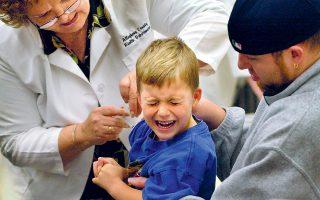 Εμβολιασμός εξάχρονου παιδιού στην κωμόπολη Σάουθ Παρκ της Πενσιλβάνια των ΗΠΑ.