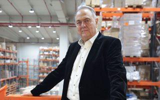 «Το Πλαίσιο ξεκίνησε το 1969 στη Στουρνάρη 24, σε ένα χώρο 12 τ.μ. με αρχικό κεφάλαιο 80.000 δραχμών, που συγκέντρωσα από φίλους και συγγενείς. Πωλούσα κυρίως σχεδιαστήρια σε μηχανικούς», λέει στην «Κ» ο ιδρυτής και επικεφαλής της εταιρείας Γιώργος Γεράρδος.