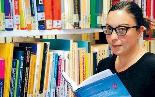 «Ο άξονας Αριστερά - Δεξιά δεν είναι, πλέον, τόσο σημαντικός ως κριτήριο στην απόφαση ψήφου και άρα στον διαχωρισμό κομμάτων μεταξύ τους», δηλώνει στην «Κ» η Αλεξία Κατσανίδου, καθηγήτρια Εμπειρικής Κοινωνικής Ερευνας στο Πανεπιστήμιο της Κολωνίας.