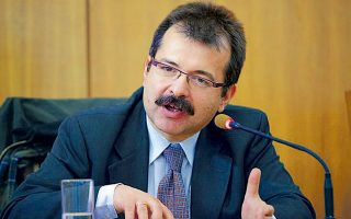«Δεν θα πάνε οι Τούρκοι σε άμεση κλιμάκωση», εκτιμά ο Σωτήρης Ρούσσος, αναπληρωτής καθηγητής στο Τμήμα Πολιτικής Επιστήμης και Διεθνών Σχέσεων, «αλλά αυτό δεν σημαίνει ότι σε 5-6 μήνες ή και λιγότερο, διαβάζοντας και τη συγκυρία, δεν θα έχουμε μια νέα κίνησή τους».