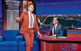 O Mπράιαν Κράνστον, ευρύτερα γνωστός από τον πρωταγωνιστικό του ρόλο στη σειρά «Breaking bad», στο «The Late Show» του Στίβεν Κολμπέρ.