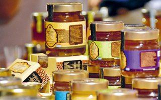 Στον μακρύ κατάλογο των προϊόντων με ΦΠΑ 24% περιλαμβάνεται και το φυσικό μέλι που είναι εμπλουτισμένο με βασιλικό πολτό, αλλά και οι τσίχλες με σορβιτόλη αντί για ζάχαρη.