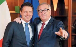 «Καταστήσαμε σαφές ότι θεωρούμε πως η Ιταλία κινείται σε επισφαλή  κατεύθυνση, οπότε πρέπει να πάρουμε τις σχετικές αποφάσεις, αλλά νομίζω πως η χώρα διατρέχει τον κίνδυνο να βρίσκεται τα επόμενα χρόνια σε διαδικασία υπερβολικού ελλείμματος», είπε χθες ο κ. Γιούνκερ. Στη φωτογραφία, με τον Ιταλό πρωθυπουργό Τζ. Κόντε σε πρόσφατη συνάντησή τους.