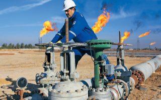 Η ιρακινή κυβέρνηση υποστηρίζει ότι η παραγωγή πετρελαίου ανήκει στο κράτος και αντιπροτείνει στην ExxonMobil να λαμβάνει σταθερό ποσό που θα συμφωνηθεί για κάθε βαρέλι πετρελαίου που θα παράγει από τα δύο κοιτάσματα στο νότιο Ιράκ.