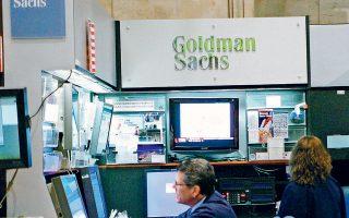 Κατά την Goldman Sachs, έχουν αυξηθεί στο 60%, από 40% προηγουμένως, οι πιθανότητες να αυξήσουν οι ΗΠΑ τους δασμούς στις τελευταίες εισαγωγές από την Κίνα, ύψους 300 δισ. δολαρίων, που δεν έχουν ακόμη περιληφθεί στους αυξημένους δασμούς. Μια τέτοια εξέλιξη πιθανότατα θα ανάγκαζε την αμερικανική ομοσπονδιακή τράπεζα να μειώσει τα επιτόκια δανεισμού, ώστε να ενισχύσει την οικονομία.