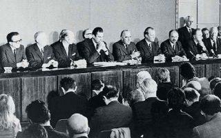 Οι ηγέτες της ΕΟΚ σε συνέντευξη Τύπου τον Οκτώβριο του 1972. Η συνθήκη ένταξης των τριών νέων μελών, Βρετανίας, Ιρλανδίας, Δανίας, τέθηκε σε ισχύ την 1η Ιανουαρίου 1973.