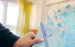 Υπάρχει μια διάσταση των εκλογών για την Τοπική Αυτοδιοίκηση (Περιφέρειες και Δήμοι) που αναδεικνύει την κουτοπονηριά του Ελληνα υποψήφιου που θέλει να είναι και «με τον αστυφύλακα και με τον χωροφύλακα».