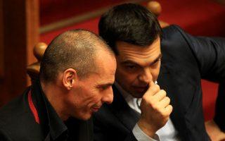 varoyfakis-kata-tsipra-irthe-i-ora-gia-enilikes-sto-domatio-2320683