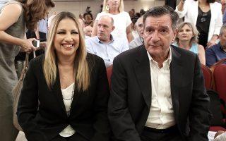 Η πρόεδρος του Κινήματος Αλλαγής Φώφη Γεννηματά (Α) και ο δήμαρχος Αθηναίων Γιώργος Καμίνης (Δ) σε ημερίδα που διοργάνωσε το ΚΙΝΑΛ με θέμα: «Αλλάζουμε το Κράτος δυναμώνουμε την Αυτοδιοίκηση», σε κεντρικό ξενοδοχείο της Αθήνας, Τετάρτη 04 Ιουλίου 2018. ΑΠΕ-ΜΠΕ/ΑΠΕ-ΜΠΕ/ΣΥΜΕΛΑ ΠΑΝΤΖΑΡΤΖΗ
