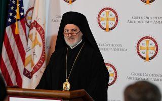 Ο νέος Αρχιεπίσκοπος Αμερικής Ελπιδοφόρος, μιλάει στην πρώτη του συνέντευξη Τύπου που παραχώρησε, την Παρασκευή 21 Ιουνίου 2019, στην αίθουσα του Αρχιεπισκοπικού Καθεδρικού Ναού της Αγίας Τριάδας στο Μανχάτταν. Ο Σεβασμιώτατος στην αρχή καλωσόρισε τους δημοσιογράφους από την Ελλάδα, τονίζοντας ότι είναι ιδιαίτερη χαρά που απευθύνεται σε αυτούς ως Αρχιεπίσκοπος. Στη συνέχεια ο κ. Ελπιδοφόρος αναφέρθηκε στα προβλήματα που υπάρχουν, υπογραμμίζοντας πως