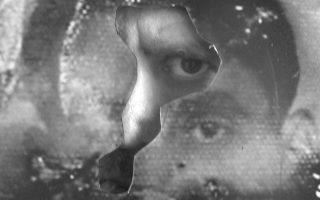 """«Το βιβλίο μου """"Εξόριστες μνήμες"""", μαζί με κείμενο του Δημήτρη Αλεξάκη και τους Φωτεινή Μπάνου, Μιχάλη Καταχανά και Βασίλη Τζαβάρα, ταξίδεψε στο Παρίσι. Κρίμα που δεν ήμουν εκεί», λέει ο Ηλίας Πούλος."""