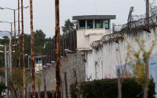 Σε πάνω από 300 ανέρχονται οι κακοποιοί που είχαν αναπτύξει εγκληματική δράση μόνο στην Αττική και θα βρεθούν το επόμενο διάστημα εκτός φυλακής. INTIME NEWS