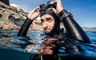 Ο ιδρυτής των Cousteau Divers, Pierre-Yves Cousteau, με το μοντέλο IWC Aquatimer, σε αποστολή στη θάλασσα της Σαντορίνης.