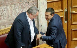 Ο Πρωθυπουργός Αλέξης Τσίπρας , ο  αναπληρωτής υπουργός Εσωτερικών αρμόδιος για θέματα Προστασίας του Πολίτη Νικόλαος Τόσκας και ο υπουργός Εξωτερικών Νικόλαος Κοτζιάς συνομιλούν στην ολομέλεια της Βουλής , Τετάρτη 9 Μαΐου 2018. Συνεδρίασε η ολομέλεια της Βουλής με θέμα την συζήτηση και την ψήφιση του νομοσχεδίου του υπουργείου Εργασίας και Κοινωνικής Αλληλεγγύης με τα «μέτρα για την προώθηση των θεσμών της αναδοχής και υιοθεσίας». ΑΠΕ-ΜΠΕ/ΑΠΕ-ΜΠΕ/Παντελής Σαίτας