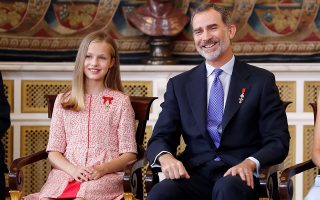 epa07657540 Spanish Crown Princess Leonor (L) and Spain's King Felipe VI attend the decoration ceremony at Royal Palace in Madrid, Spain, 19 June 2019. A total of 41 Spaniards are decorated in a ceremony to mark the 5th anniversary of Felipe VI's reign.  EPA/Ballesteros